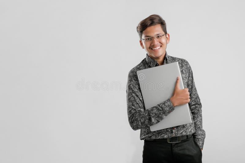 Hübscher indischer/asiatischer Mann stockfoto