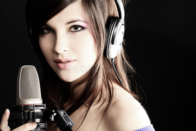 Hübscher Sänger stockfoto