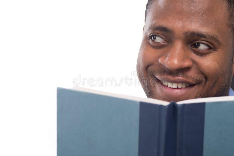 Hübscher schwarzer Mann, der weg schaut lizenzfreie stockfotos