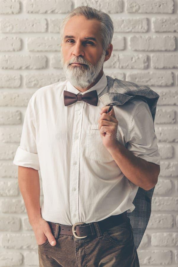 Hübscher stilvoller reifer Mann stockbild