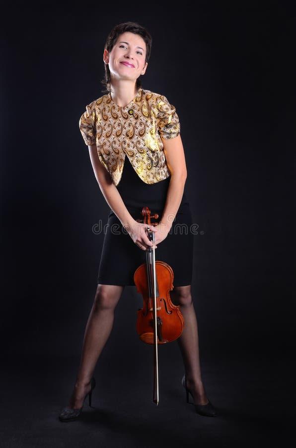 Hübscher Violinist stockbild