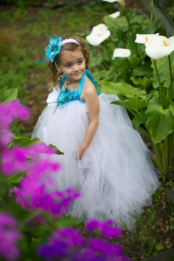 Hübsches Blumenmädchen. stockfoto