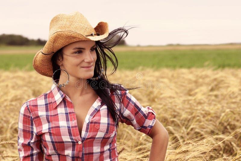 Hübsches Cowgirllächeln stockfoto