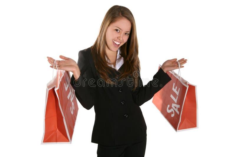 Hübsches Frauen-Einkaufen lizenzfreies stockfoto
