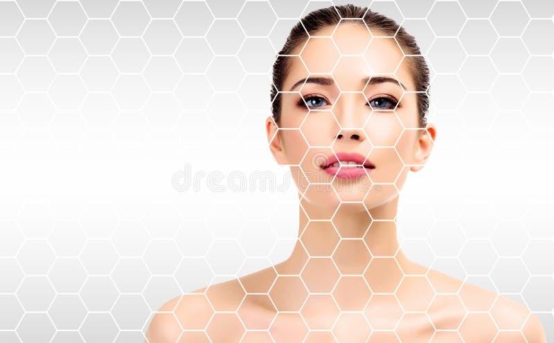 Hübsches Frauengesicht, Hautbehandlungskonzept stockfoto