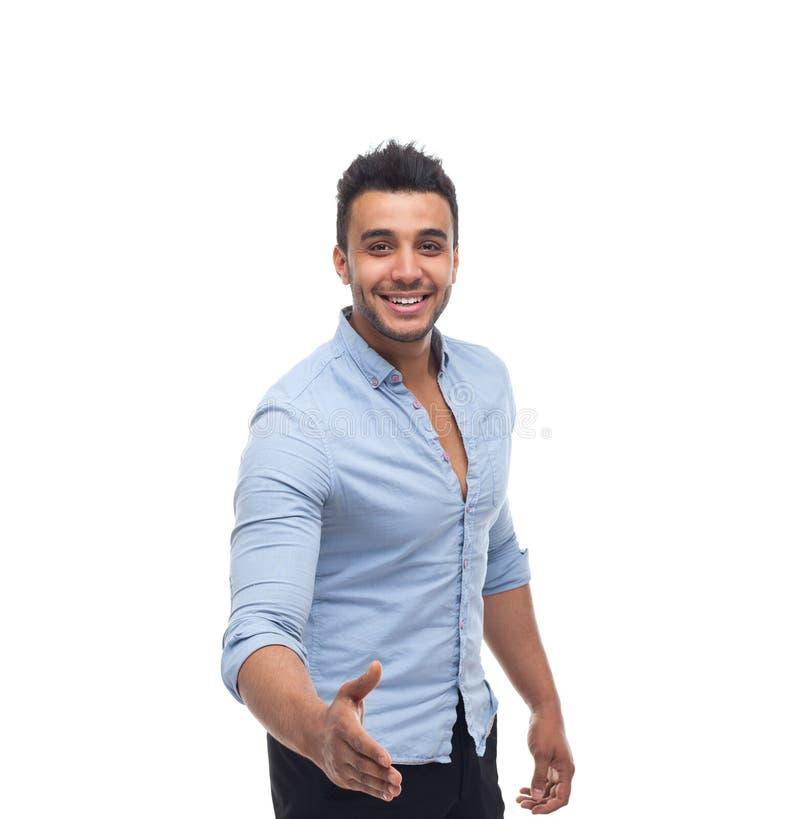 Hübsches glückliches Lächeln des Geschäftsmannes, Geschäftsmanngriffhandwillkommensgeste lizenzfreie stockfotografie