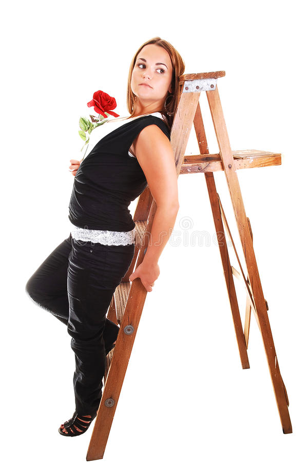 Hübsches Mädchen auf dem Stepladder. stockfoto
