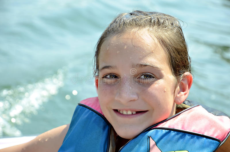 Hübsches Mädchen in der Schwimmweste stockfotos