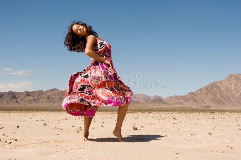 Hübsches Mädchen im Kleid stockfotografie