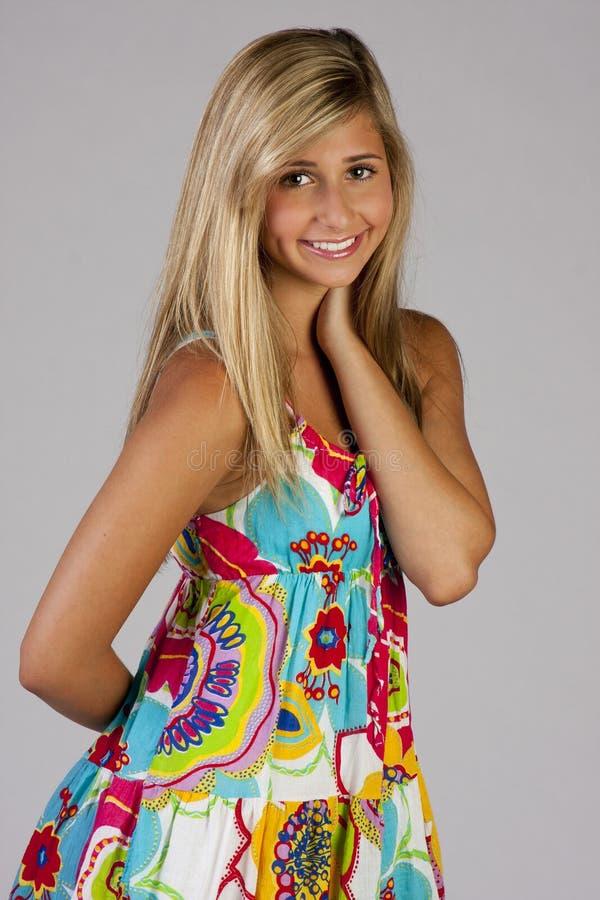 Hübsches Mädchen im Partykleid lizenzfreies stockbild