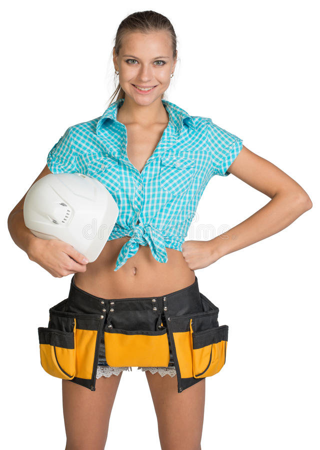 Hübsches Mädchen kurz gesagt, Hemd und Werkzeug schnallen das Halten um lizenzfreie stockfotos