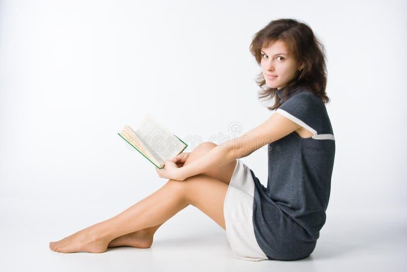 Hübsches Mädchen mit Buch stockbilder