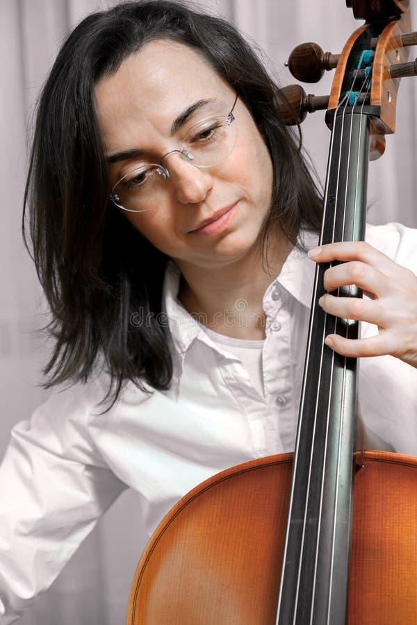Hübsches Mädchen mit Cello lizenzfreie stockfotografie