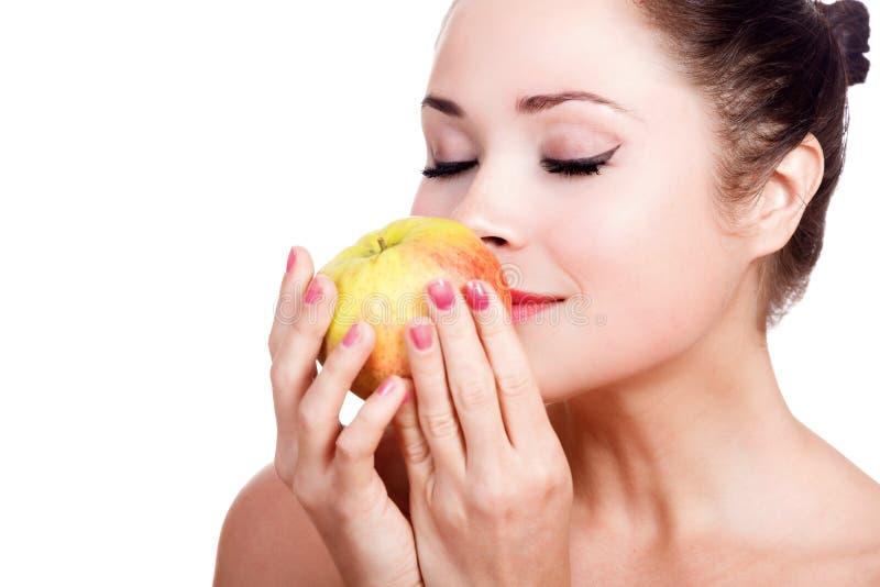 Hübsches Mädchen mit großem reifem Apfel stockbild