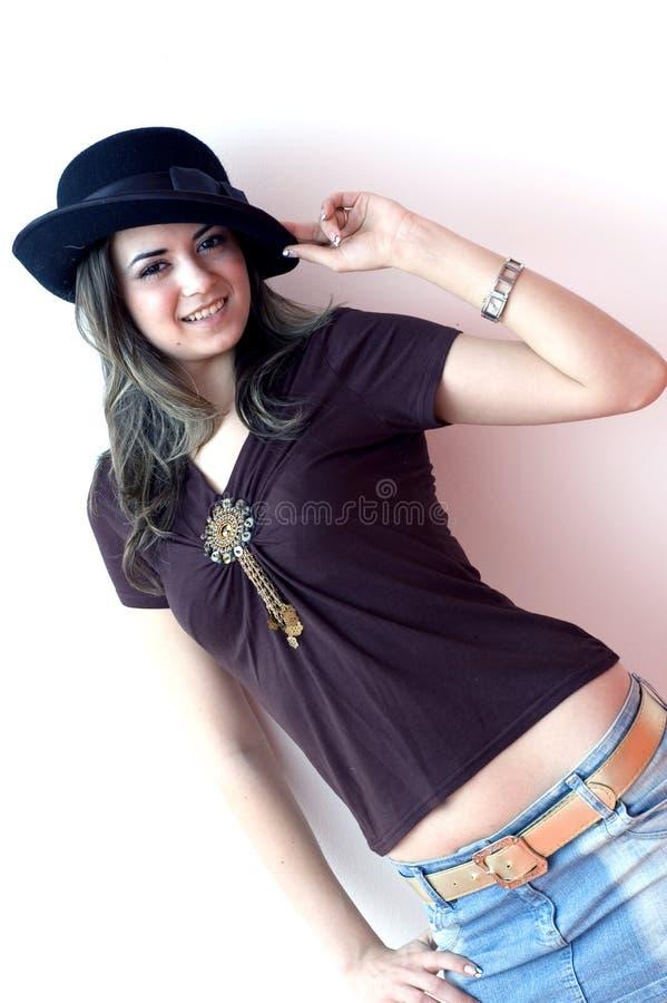 Hübsches Mädchen mit Hut stockfoto