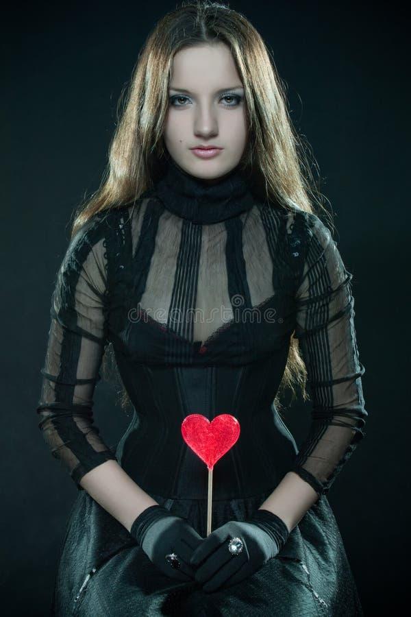 Hübsches Mädchen mit Lutscher lizenzfreie stockbilder