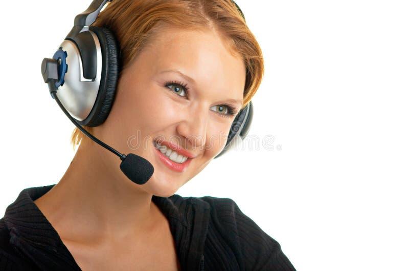 Hübsches Mädchen mit Mikrofon und Kopfhörern lizenzfreies stockfoto