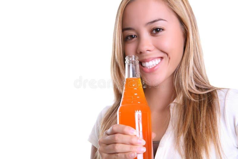 Hübsches Mädchen-Trinken lizenzfreie stockfotografie