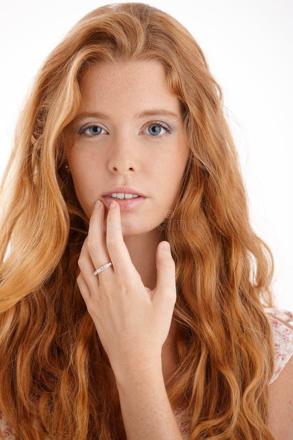 Hübsches Redheadportrait lizenzfreie stockfotografie