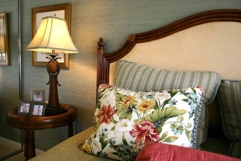 Hübsches Schlafzimmer stockbild