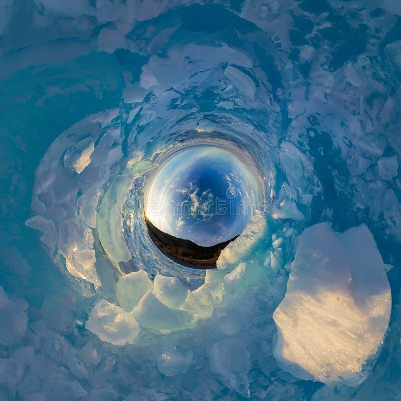 Hügel auf blauem Eis vom Baikalsee von Olkhon Kugelförmiges Panorama 360 wenig Planet lizenzfreies stockbild