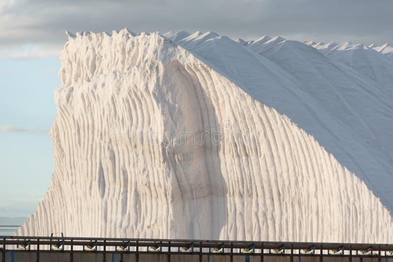 Hügel des reinen Salzes mit ropebelt lizenzfreie stockbilder