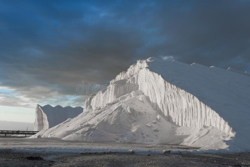 Hügel des reinen Seesalzes stockbilder