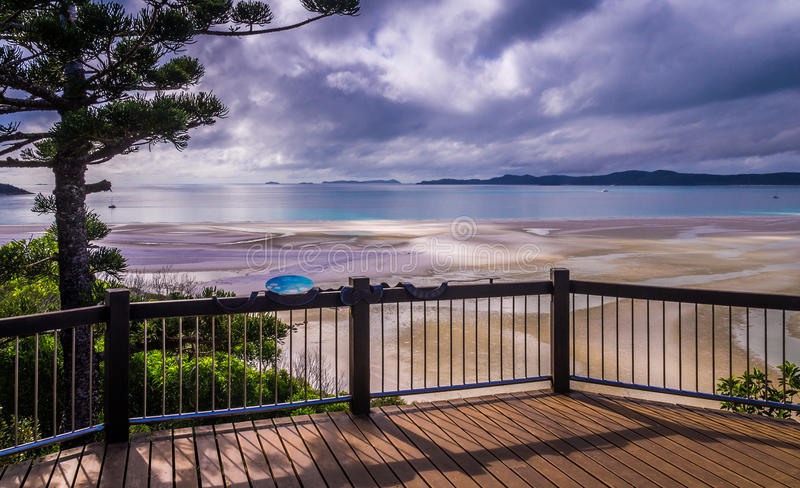 Hügel-Einlass-Ausblick in Pfingstsonntag-Insel, Australien lizenzfreie stockfotografie