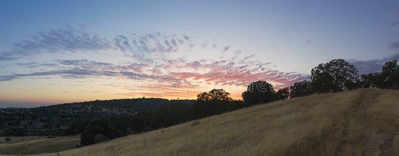 Hügel-goldenes Sonnenuntergang-Panorama EL Dorado stockbilder