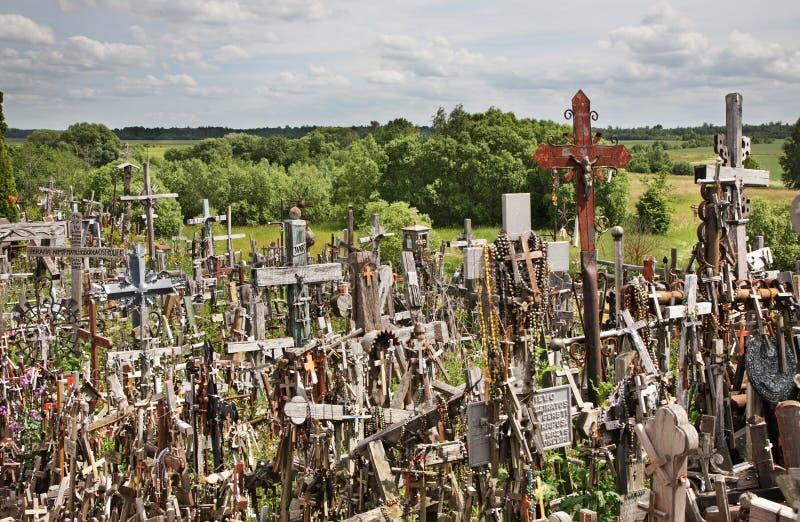 Hügel von Kreuzen nahe Siauliai litauen lizenzfreie stockbilder