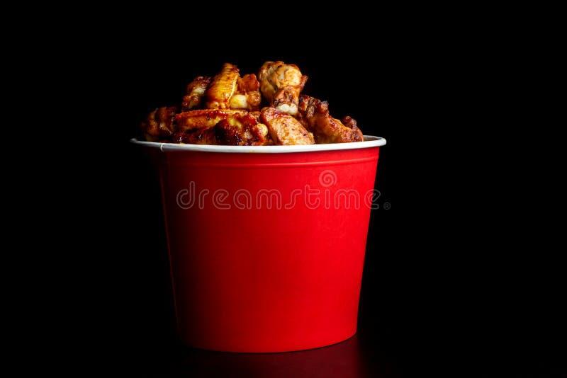 Hühnerbeine in einem bucket-2 lizenzfreie stockfotografie