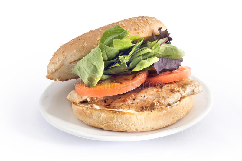 Hühnerburger mit Kopfsalat und Tomate lizenzfreie stockfotografie