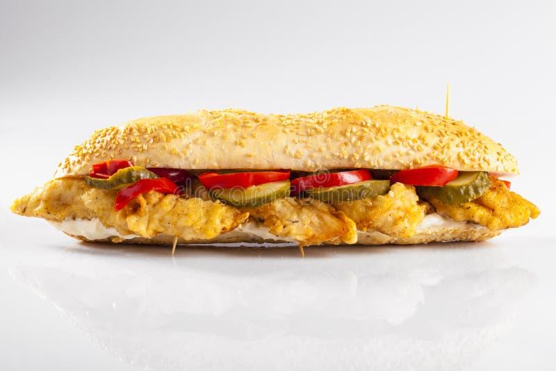Hühnerchipsandwich stockbild