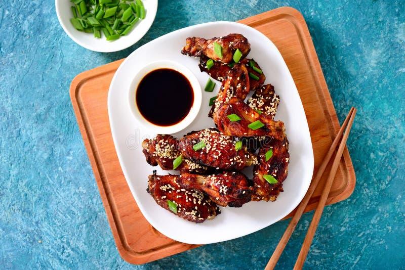 Hühnerflügel gekocht auf asiatischem Artrezept lizenzfreie stockfotografie