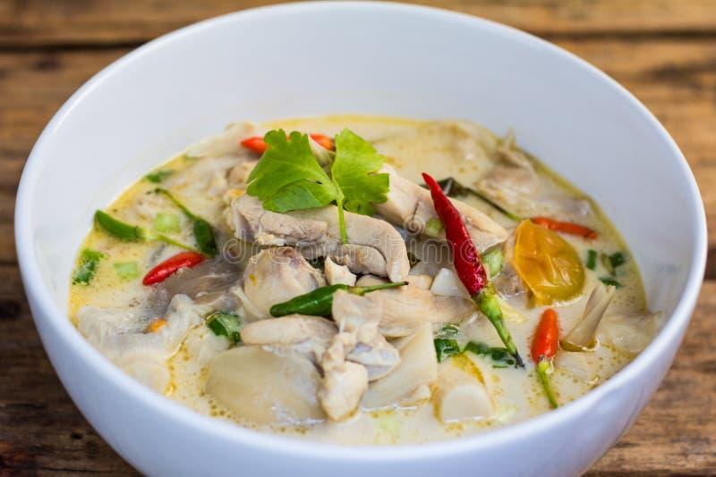 Hühnerkokosnuss-Suppe lizenzfreie stockfotos