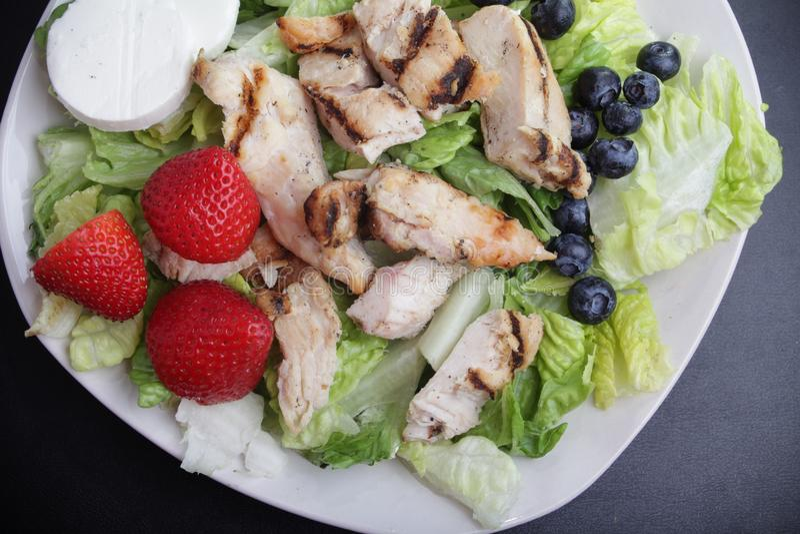 Hühnerobstsalat lizenzfreies stockfoto