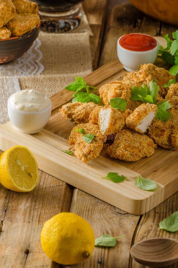 Hühnerpopcorn mit Knoblauch stockfotografie