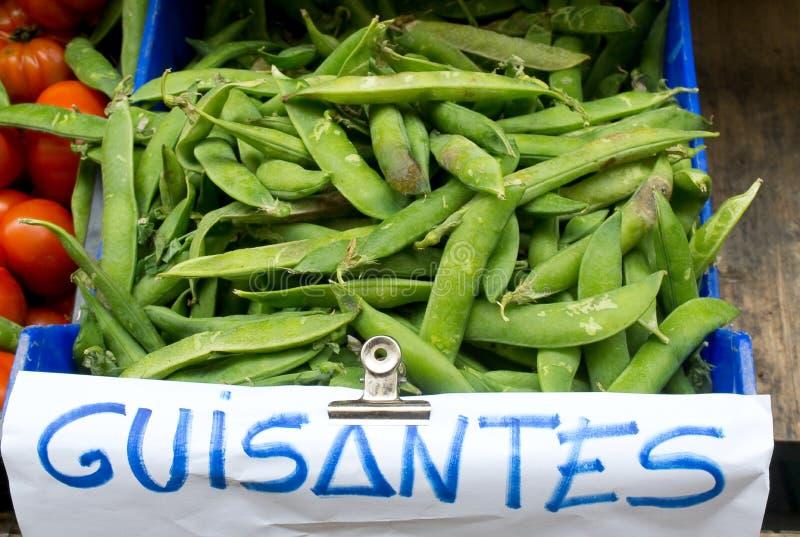 Hülsen der grünen Erbsen in einem Markt lizenzfreie stockbilder