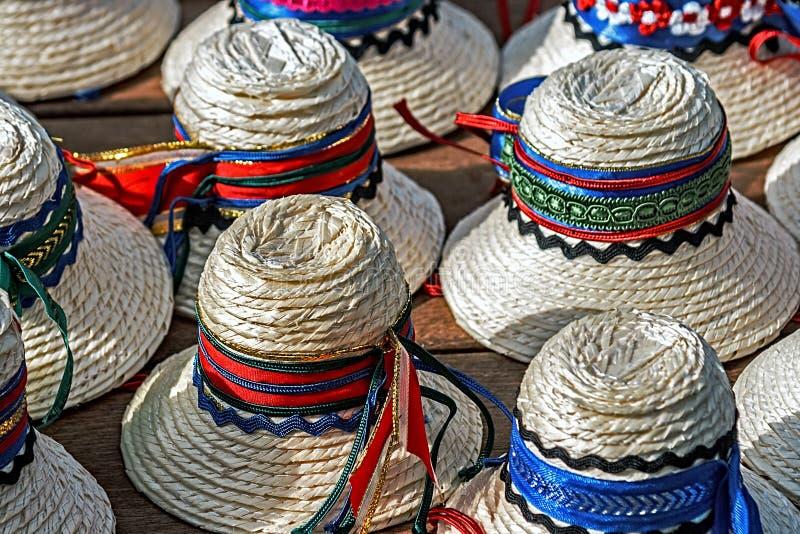Hüte für das traditionelle romanian-2 der Männer stockfotos