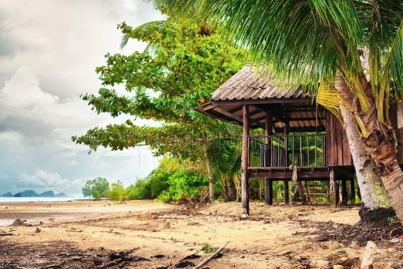 Hütte auf einem Strand lizenzfreie stockfotografie