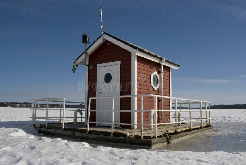 Hütte auf Eis lizenzfreie stockbilder