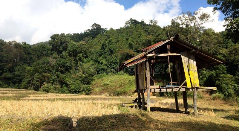 Hütte im Bauernhof lizenzfreies stockbild