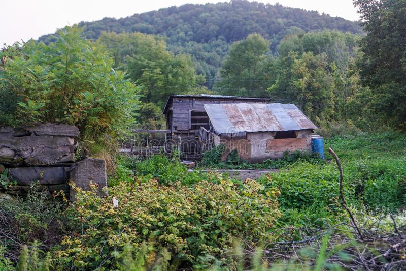 Hütte im landwirtschaftlichen Betrieb lizenzfreies stockbild