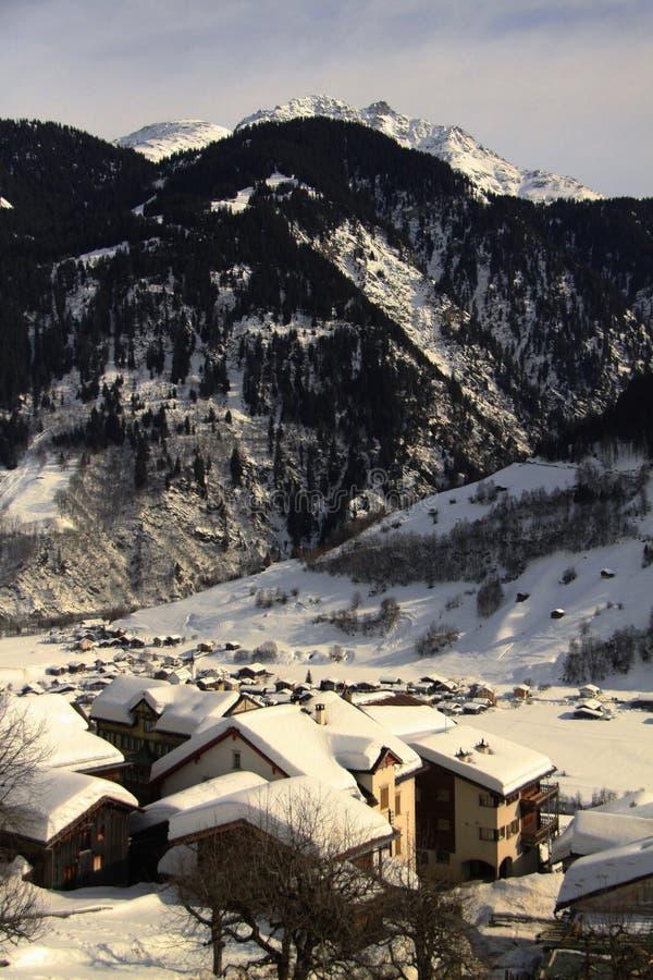 Hütten in Alpen lizenzfreies stockbild