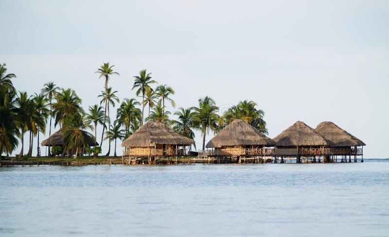 Hütten auf dem Wasser, Inseln San-Blas stockfotografie