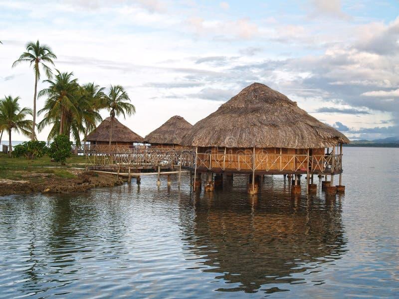 Hütten auf dem Wasser, Inseln San-Blas stockfotos