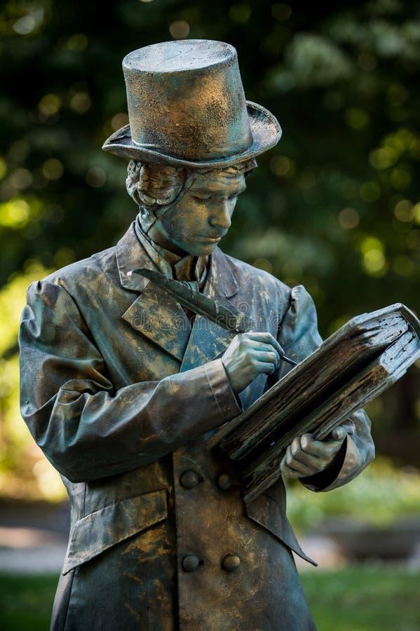 H C andersen Oostenrijkse kunstenaar die tijdens het Internationale Festival van het Leven Standbeelden presteren, Boekarest, Roe royalty-vrije stock afbeelding