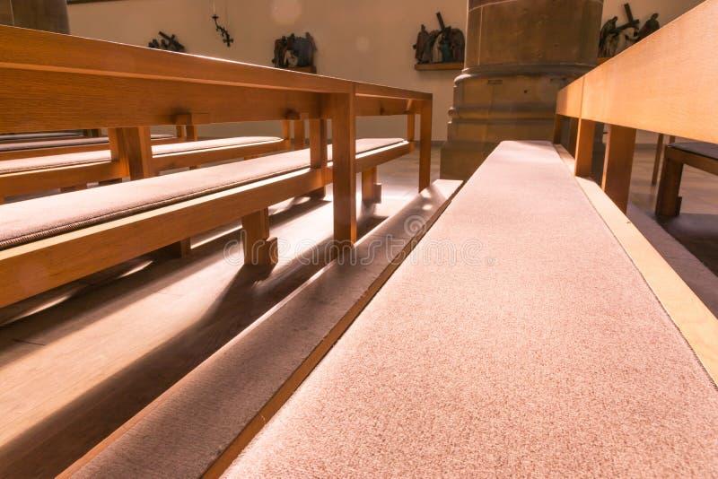 H för bänkar för helgonPaul Church Cathedral Architecture Interior kyrkbänkar royaltyfria foton