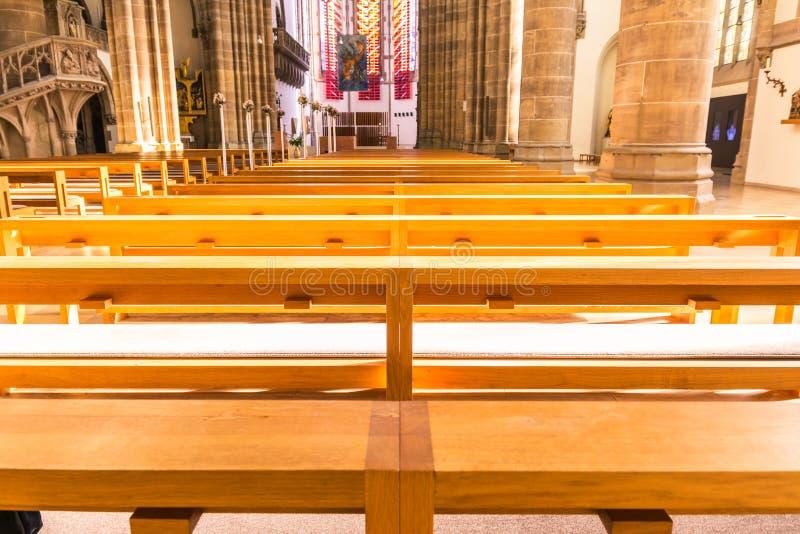 H för bänkar för helgonPaul Church Cathedral Architecture Interior kyrkbänkar arkivfoton