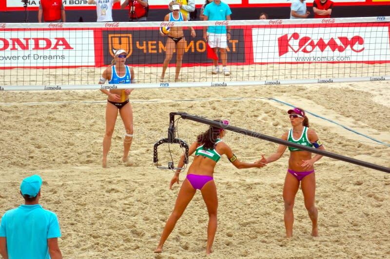 H 2015 för volleyboll för strand för turnering för MoskvakörtelSlam royaltyfri bild